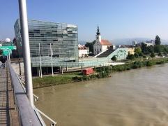 Vor dem AEC, Linz Mitte
